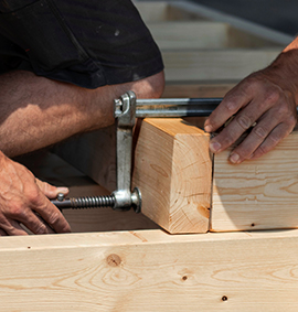 Zimmereiarbeit im Holzbau